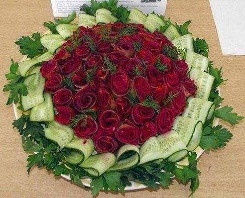 Салат «Букет роз»... Красивые салаты не только вкусные, но и великолепно смотрятся!
